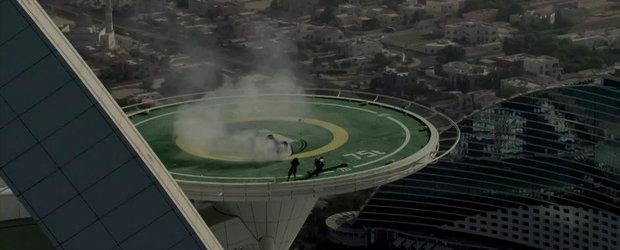 Drifturi de sapte stele pe helipadul Burj Al Arab. Cu o masina de Formula 1!