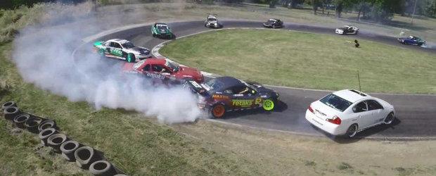Drifturi in tandem cu 13 masini sau cum sa-ti incepi perfect weekendul