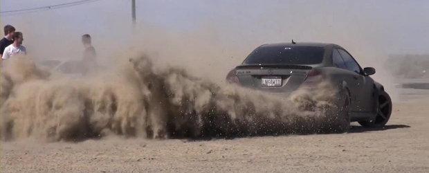 Drifturi si cerculete in desert cu Mercedes CLK63 AMG Black Series