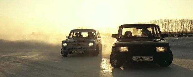 Drifturile cu masini comuniste Lada ne aduc aminte de statul la coada