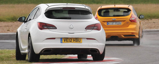 Duel pe circuit: Ford Focus ST versus Opel Astra OPC