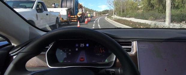 Dupa ultimul update se conduce singura chiar si pe drumurile in constructie sau acoperite de zapada. VIDEO DE LA BORD