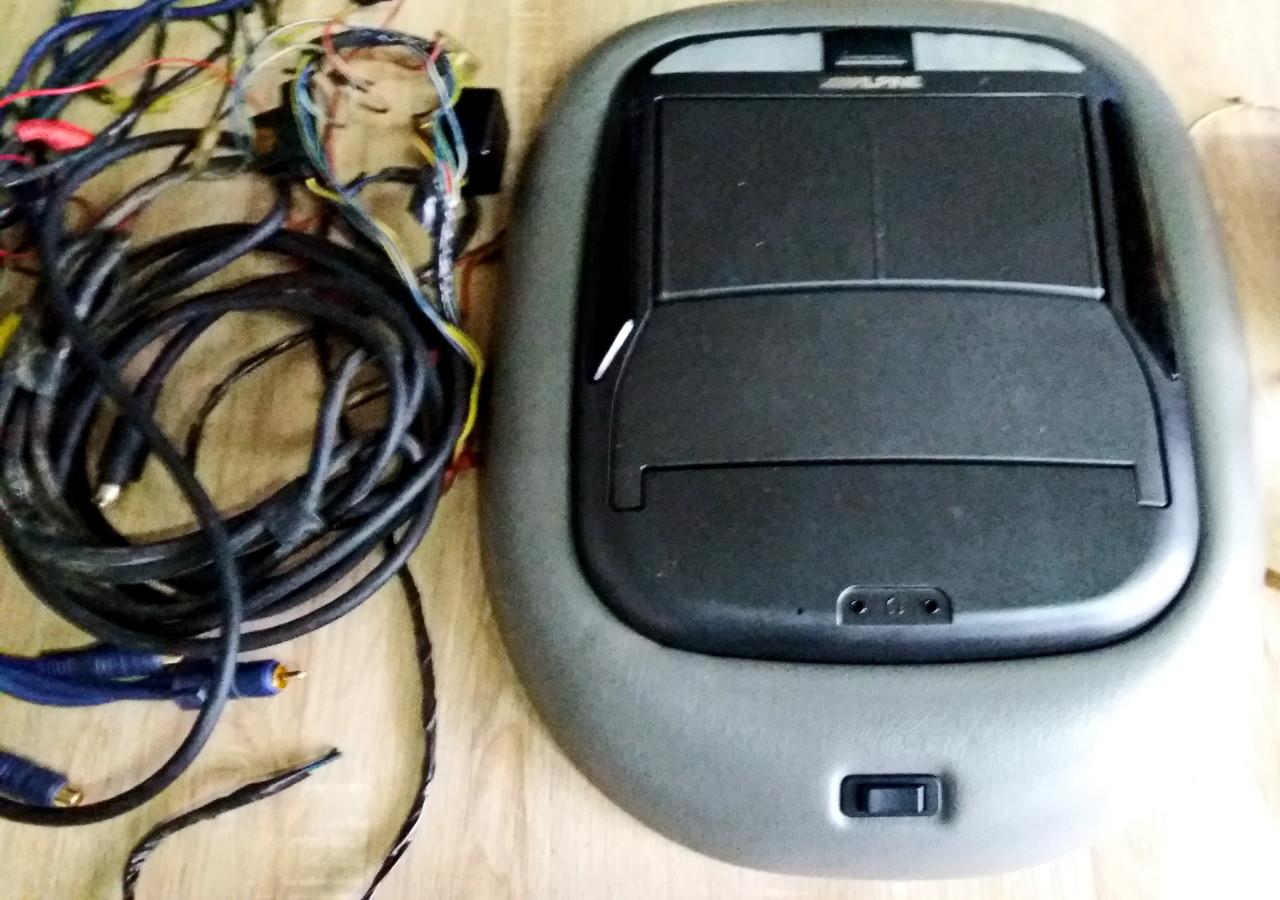 DVD-Player cu monitor Alpine DVA - 5210
