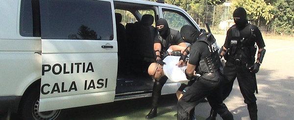 Editorial: Razboiul Politiilor din Romania, Rutiera vs. Locala sau studenti vs. gardieni
