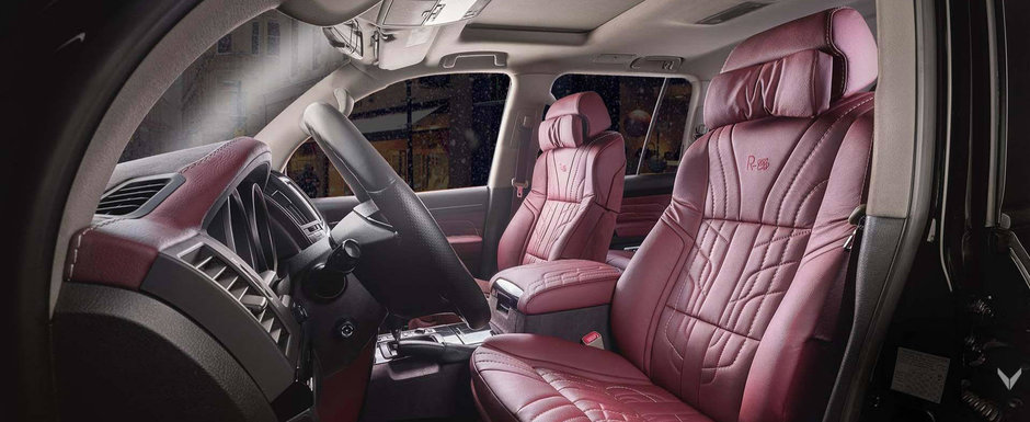 El are cel mai luxos Land Cruiser. Vilner i-a imbracat interiorul in piele rosie si i-a montat scaune de BMW