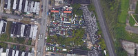 El e vecinul de care toata lumea fuge: a umplut terenul din cartier cu 150 de masini