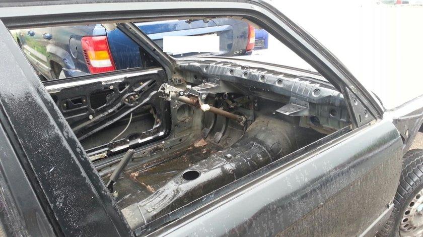 Elemente carcasa autoturism BMW 316 ,an fabricatie 1986
