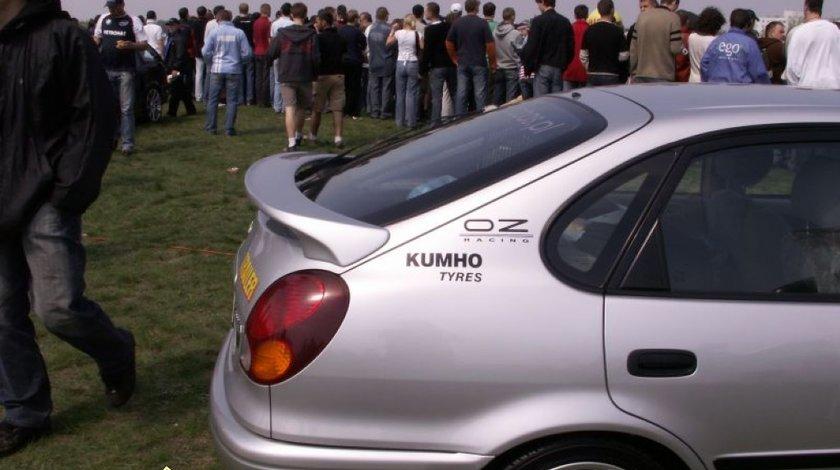 Eleron hayon luneta Toyota Corolla Liftback