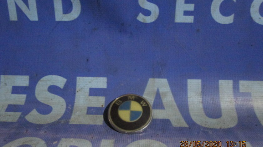 Emblema BMW E65 2002; 8132375 (spate)