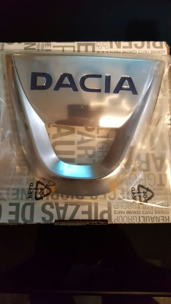 Emblema     Dacia Logan  , Dacia Sandero     Noua & Originala!!