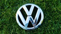 Emblema grila capota VW Passat model 2011-2014 cod...