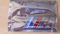 Emblema M, lucios, 8X3cm, pt grila