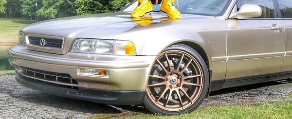 Este rapper celebru si a jucat in Fast and Furious dar conduce inca o masina din '93 cu 400.000 km la bord