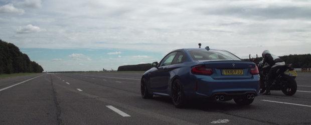 Este una dintre cele mai rapide compacte ale planetei, insa ii poate face fata unui BMW S1000 RR?
