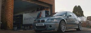 Este visul oricarui pasionat de BMW. El conduce UNICUL M3 CSL din lume cu cutie manuala