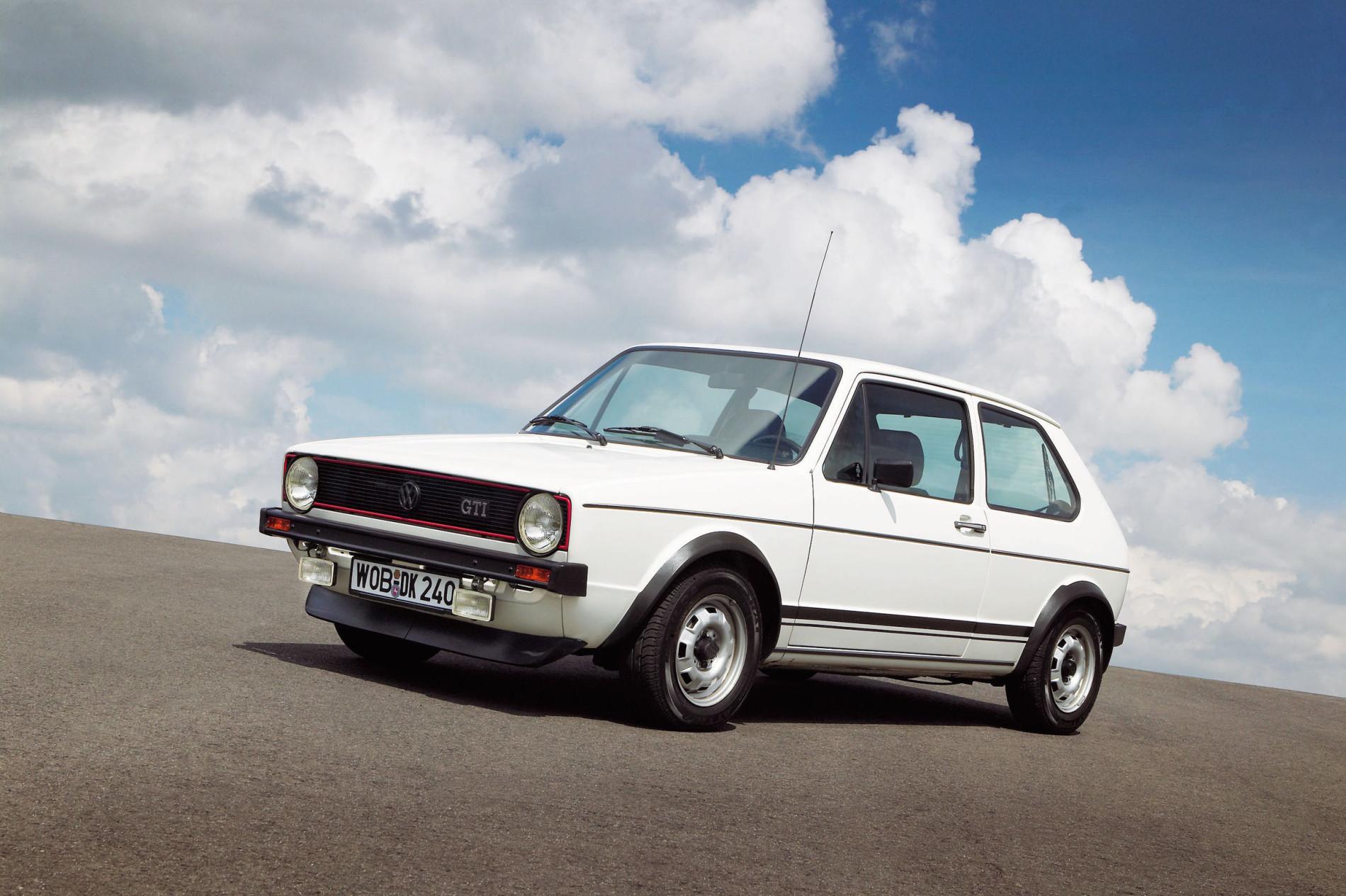 Evolutia unei legende. Cum s-a schimbat in timp cel mai cunoscut hot-hatch al planetei: Volkswagen Golf GTI - Evolutia unei legende. Cum s-a schimbat in timp cel mai cunoscut hot-hatch al planetei: Volkswagen Golf GTI