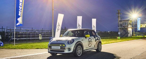 Experienta de la volanul lui #MIMI: Primul MINI electric pregatit pentru competitii