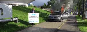 Fa cunostinta cu cel mai suparat proprietar de BMW. Si-a dat foc la masina chiar in fata sediului din Munchen