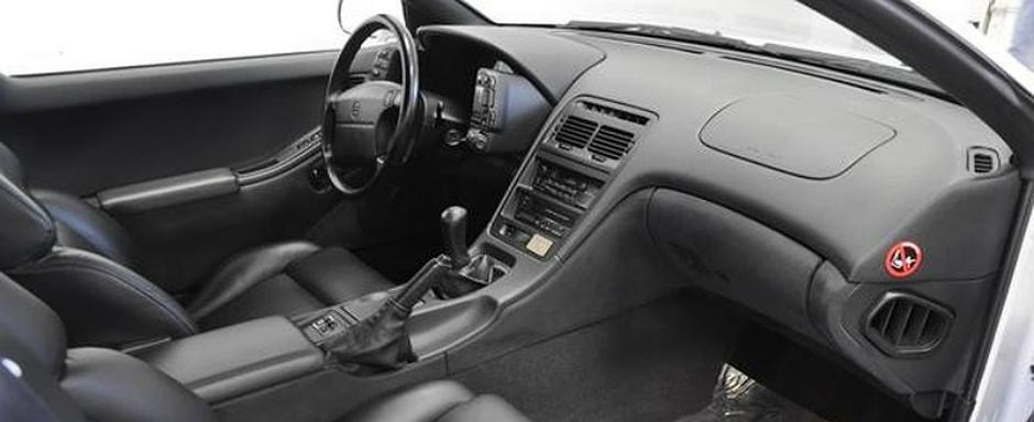 Fan japoneze? Un Nissan 300ZX nou-nout e de vanzare pe eBay!