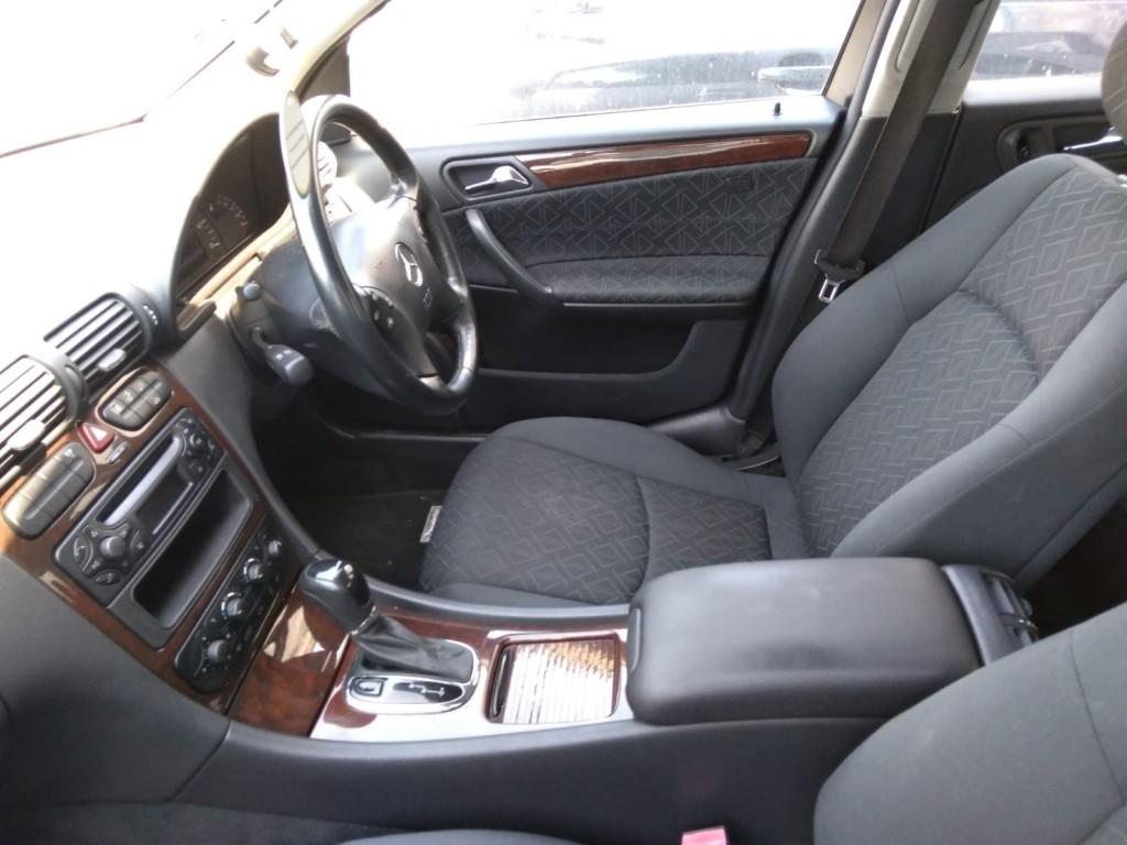 Far dreapta Mercedes C-Class W203 2001 Berlina 2.2 cdi