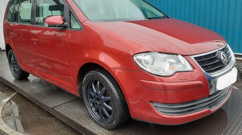 Far dreapta Volkswagen Touran 2008 Hatchback 2.0 tdi