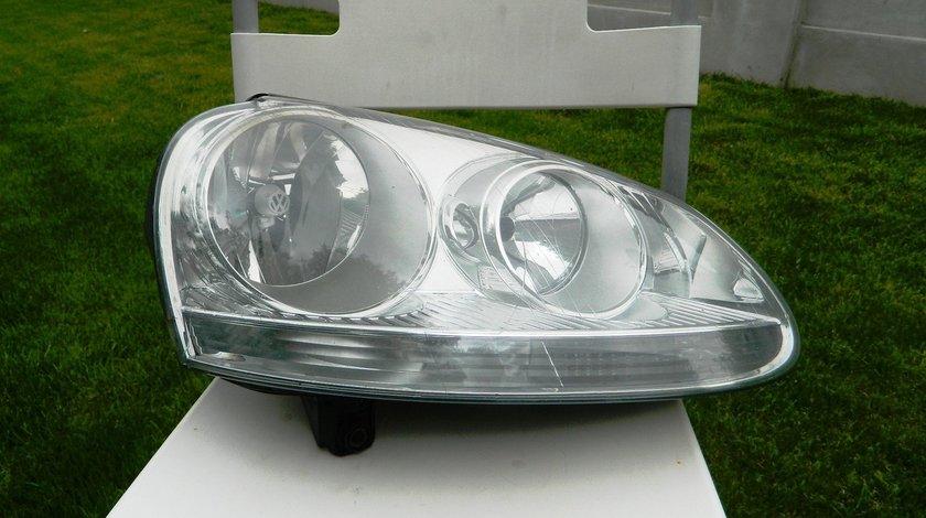 Far dreapta VW Golf 5