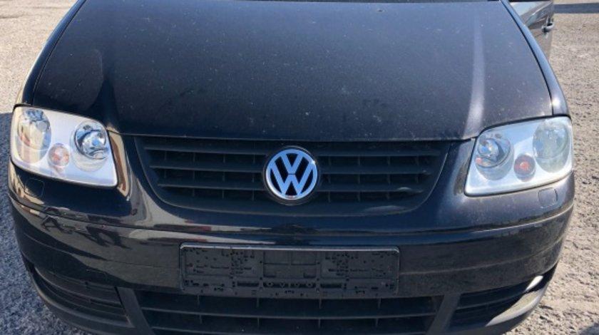Far dreapta VW Touran 2006 hatchback 1.9