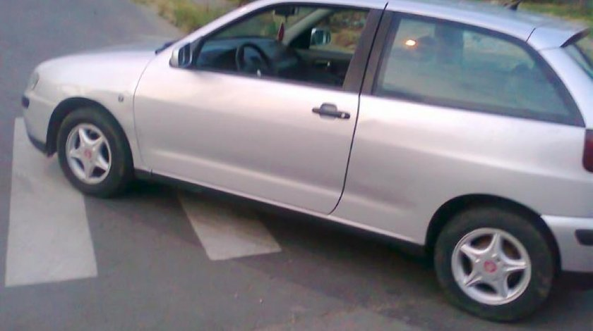 Far stanga de seat ibiza 1 4 benzina 2000 coupe