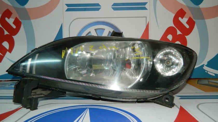 Far stanga Mazda 3