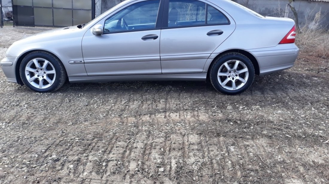 Far stanga Mercedes C-CLASS W203 2004 berlina 2.2