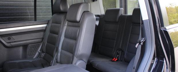 Fara cele doua evacuari ar fi fost sleeper-ul perfect. Modelul german cu trei randuri de scaune a primit sub capota un motor V6 de 3.6 litri