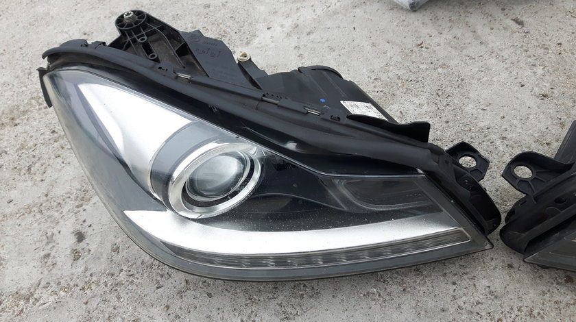 Faruri Xenon Mercedes C Class W204 facelift A2048204339
