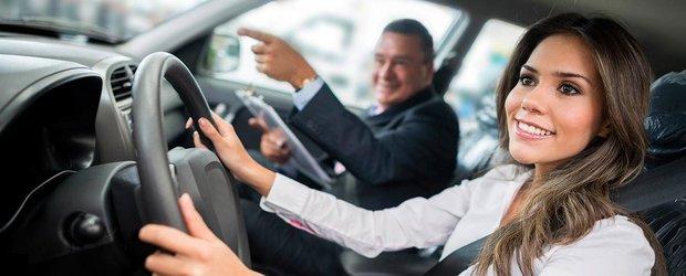 Fenomenul instructorului auto care confunda piciorul elevelor cu schimbatorul de viteze: ai auzit de asa ceva?