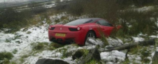 Ferrari 458 Italia, parasit in sant dupa accident