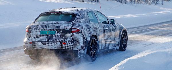 Ferrari nu a glumit cand a spus ca lanseaza un SUV. Noul Purosangue a fost surprins cu o caroserie de Maserati in teste
