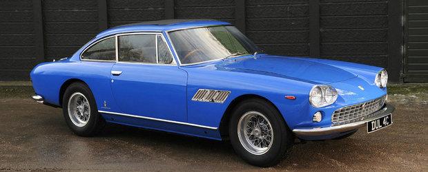Ferrari-ul lui John Lennon s-a vandut la licitatie pentru aproape 550.000 de dolari