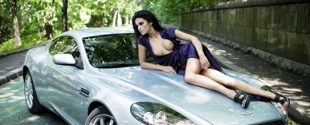 Fete frumoase. Aproape goale. Supercaruri de toate felurile. Inca un calendar pe 2011!