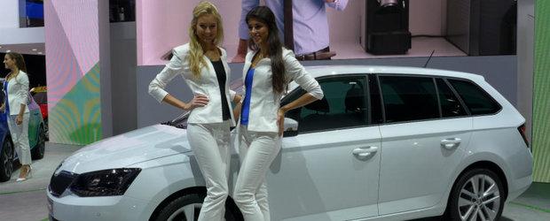 Fetele frumoase ale Salonului Auto de la Paris