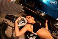 Fetele iubesc tuningul si masinile modificate
