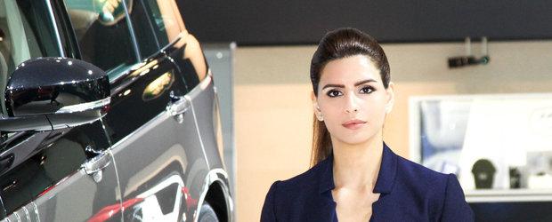 Fetele Salonului Auto International de la Dubai 2015 sunt sexy si... imbracate