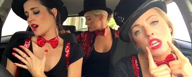 Fetele sexy din Australia stiu sa se distreze, din nou, in masina!