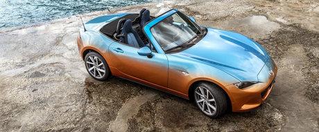 Fie ca-i caroseria in doua culori sau interiorul imbracat in... denim, nu ai cum sa nu iubesti aceasta Mazda MX-5