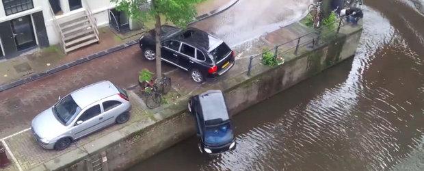 Filmarea unei cascadorii se incheie dupa ce... un Porsche Cayenne arunca un Smart Fortwo in apa