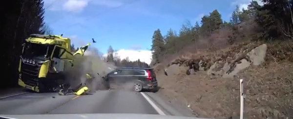 """Filmul ASTA e cea mai buna """"reclama"""" pentru Volvo. Dovada ca suedezii fac cele mai sigure masini din toata lumea"""