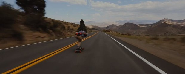 Filmul saptamanii: drifturi cu skateboardul printre masini