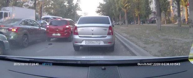 Filmul Zilei vine din Rusia: Un porumbel reuseste sa... provoace un triplu accident