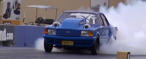 Ford Cortina twin-turbo pe pista de drag-racing