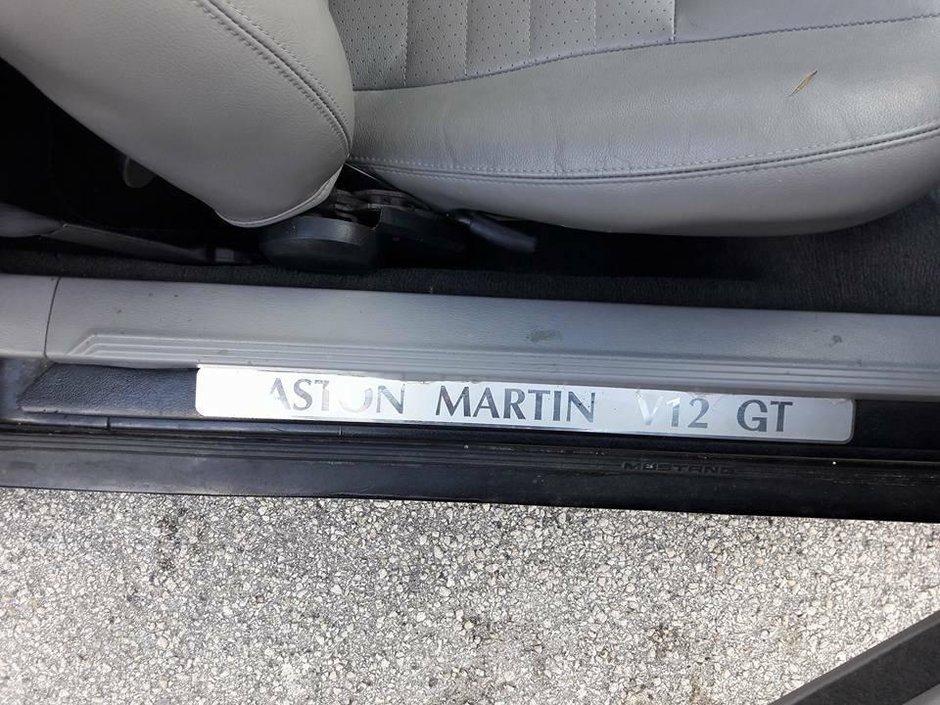 Ford Mustang transformat in Aston Martin
