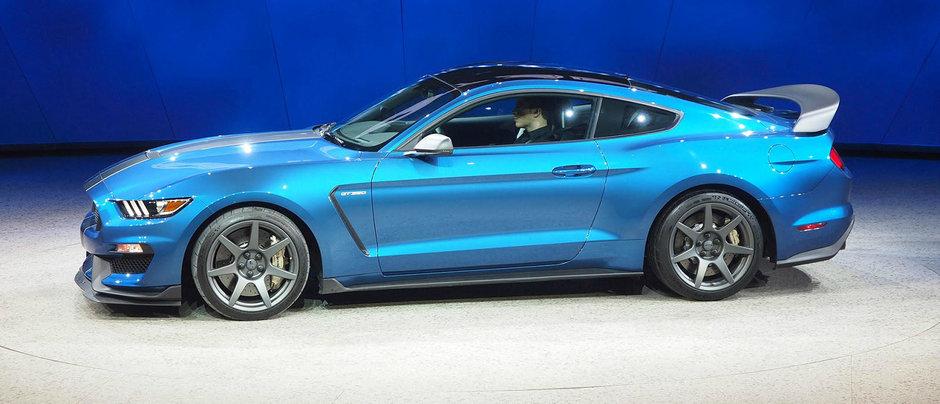 Ford prezinta Shelby GT350R, un muscle-car cu motor aspirat de peste 500 cp