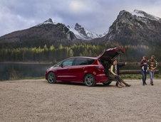 Ford S-Max Hybrid si Galaxy Hybrid